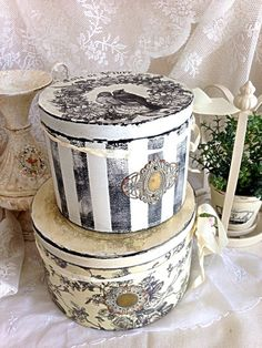 Shabby Boxes, Decoupage Tins, Vintage Hat Boxes, Fabric Covered Boxes, Patina Paint, Shabby Chic Crafts, Crafty Craft, Dose, Box Art