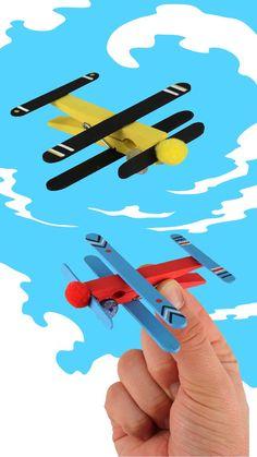Flugzeuge in Stöcken - Aktivitäten für Kinder , autour du tissu déco enfant paques bébé déco mariage diy et crochet Popsicle Stick Crafts, Craft Stick Crafts, Fun Crafts, Arts And Crafts, Popsicle Sticks, Craft Projects For Kids, Activities For Kids, Diy With Kids, Diy Toys