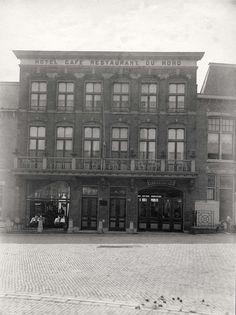 Facade van hotel-café-restaurant du Nord in Scheveningen. Nederland, 1910.
