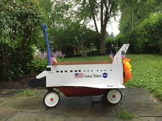 Space Shuttle Discovery Wagon for fourth of july parade DIY from Farmhouse Simplicity ‪ ‪ ‪ ‪ Rockets For Kids, Games For Kids, Toddler Halloween Costumes, Baby Costumes, 4th Of July Parade, Fourth Of July, Holidays Halloween, Happy Halloween, Wagon Floats