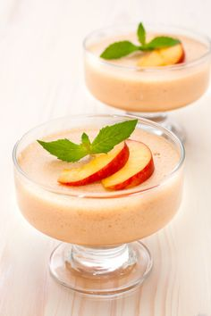 Serve: 2 Ingredients : ½ tsp gelatin 2 tbsp water whipped cream 4 tbsp Alce Nero Organic Peach Jam Methods: Soak gelatin in water in a bowl for half an Peach Mousse, Mousse Fruit, Mousse Dessert, Peach Jam, How To Squeeze Lemons, 2 Ingredients, Finger Foods, Chocolate, Coco