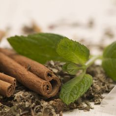 """Drunk cold, it can be an optimal herbal alcohol-free aperitif and digestive """"liqueur"""". Tea Benefits, Lower Cholesterol, Natural Herbs, Alcohol Free, Herbalism, Spices, Cold, Canning, Eat"""
