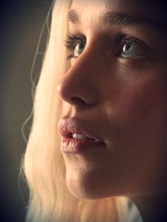 Emilia Clarke - Game of Thrones Daenerys Targaryen, Khaleesi Emilia Clarke Daenerys Targaryen, Game Of Throne Daenerys, Daenerys Targaryen Art, Pretty People, Beautiful People, Beautiful Women, Emillia Clark, Beautiful Eyes, Most Beautiful