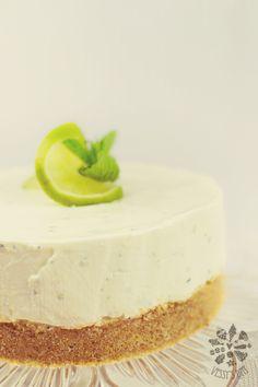 Mojito cheesecake but make it Piña Colada Mojito Cheesecake, No Bake Lemon Cheesecake, Cheesecake Recipes, Dessert Recipes, Summer Desserts, Just Desserts, Delicious Desserts, National Cheesecake Day, Mousse