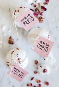 Bath Bomb favors spa party favors diva party ladies night Valentins Day Party F Unique Baby Shower Favors, Bridal Shower Favors, Bridal Showers, Wedding Favors, Gift Wedding, Bridal Shower Guest Gifts, Lingerie Shower Favors, Wedding Ideas, Wedding Puns
