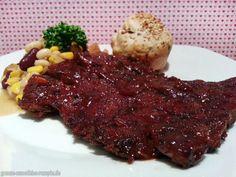 Silvester geht es bei Björn eher unklassisch, dafür aber nicht minder lecker zu: vegane Spareribs mit Bohnensalat und Silvester-Dinkel-Brötchen.