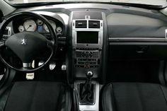 Peugeot 407 tras Limpieza Integral Interior. Aspirado completo habitáculo y maletero, Limpieza y Acondicionado de plásticos, gomas, etc., Limpieza de techo, Limpieza de tapicería tela / cuero y acondicionado de cuero. Tratamiento ozono gratis al finalizar proceso completo. Vista delantera.