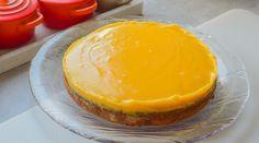 Suksessterte - nøttebunn toppet med silkemyk og deilig eggekrem   Gladkokken