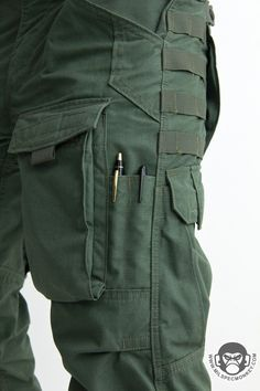 I love pockets on my pants. I do- but it only proves slightly difficult to conceal the tactical aspect in everyday wear Tactical Wear, Tactical Clothing, Tactical Survival Gear, Mens Tactical Pants, Moda Men, Survival Clothing, Tactical Accessories, Ar Accessories, Military Gear