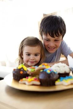 Mighty Mommy : 5 Ways to Help Your Toddler Stop Throwing Food :: Quick and Dirty Tips ™