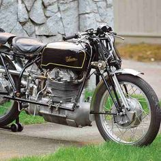 The Birmingham Blower: 1939 Velocette Roarer Replica - Classic British Motorcycles - Motorcycle Classics Antique Motorcycles, British Motorcycles, Racing Motorcycles, Motorcycle Bike, Indian Motorcycles, Bicycle Art, Bicycle Design, Cycling Art, Cycling Quotes
