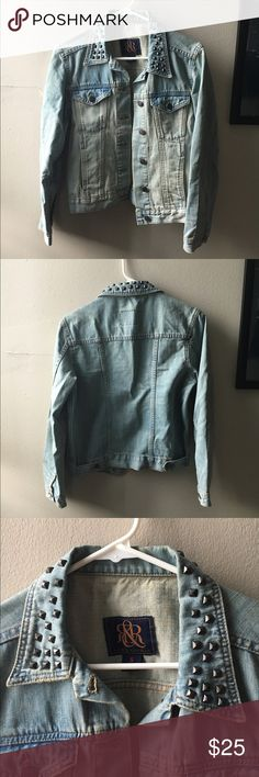 Light Denim Jacket with Studs Rock & Republic light wash denim jacket with bronze studs on the collar. Very gently worn, perfect condition. Great for cool fall nights! Rock & Republic Jackets & Coats Jean Jackets