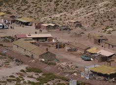 Pueblo de Machuca. Es un pequeño poblado de no más de 20 casas y una iglesia, se ubica a unos 4000 metros sobre el nivel del mar.
