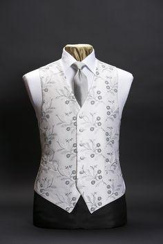 Ivory silk waistcoat with silver grey embroidery by Neal & Palmer Indian Men Fashion, Mens Fashion Wear, Blazer Fashion, Fashion Moda, Suit Fashion, Modi Jacket, Wedding Waistcoats, Estilo Tomboy, Indian Groom Wear