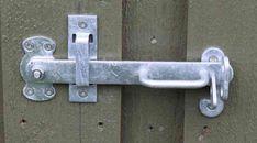 Færdigmonteret stalddørsgreb yderside dør til skur Diy Garage, Diy Door, Outdoor Projects, Facade, Rv, Door Handles, Doors, Architecture, Home Decor