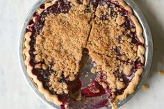 Blueberry Crumble Pie We love how the cinnamon-scented streusel topping lets the juicy berries peek through. Blueberry Crumble Pie, Pie Crumble, Blueberry Crisp, Blueberry Bread, Tart Recipes, Dessert Recipes, Fruit Recipes, Epicurious Recipes, Pastries Recipes