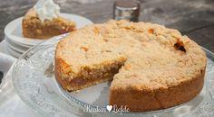 Rabarberkruimeltaart - Keuken♥Liefde Rosemary Bread, Rhubarb Crumble, Good Food, Yummy Food, Sweet Pastries, Banana Bread, Food And Drink, Sweets, Baking
