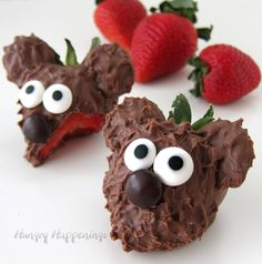 Surprise your loved ones this Valentine's Day with these adorable Chocolate Covered Strawberry Bears. Each milk chocolate covered strawberry is decorated with chocolate ears, candy eyes, and an M&M nose. Perfect for a baby shower or birthday too! Panda Bear Cake, Bear Cakes, Panda Cakes, Strawberry Dip, Strawberry Recipes, Melting Chocolate, Hot Chocolate, Blackberry Syrup, Italian Hot