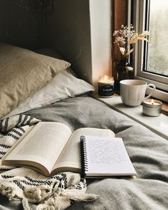 Makes me want to stay in bed the whole day with a good book on hand
