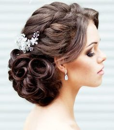 You're about to peek through some of the most beautiful wedding updos and we think you are sure to find the perfect wedding hairstyle for your bridal look. You can see more where this gorgeous