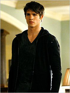 Steven R. McQueen!!! I LOOOOVE VAMPIRE DIARIES!!!!!!!! Stefan is my husband!! OMG!!.. Jeremey isn't bad either.. now that he's older and SEXY!!:) mm