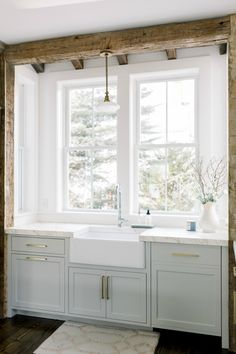 Come be inspired and get the look of this Timeless Tranquil White & Grey Kitchen Tour of a gorgeous Boston kitchen renovation with modern farmhouse charm! Plywood Cabinets, Built In Cabinets, Grey Cabinets, Custom Cabinets, Kitchen Cabinets, Murcia, New Kitchen, Kitchen Decor, Loft Kitchen