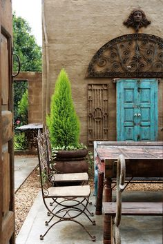 This private courtyard includes some of the owner's favourite finds: from French wire chairs to a monastery table and iron jalis from India.