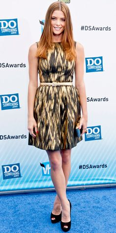 Greene hit the Do Something Awards in a glittering ikat Michael Kors dress accented with a chunky cocktail ring, black and gold minaudiere and black peep-toes.