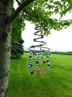 Whimsical garden wind chimes you can make. On the picture Nancy K Meyer's spring and bead suncatcher. Find more...