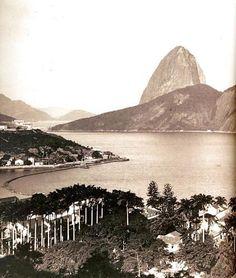 """BOTAFOGO .  Esta linda fotografia de Botafogo faz parte do livro """"Coleção Princesa Isabel - Fotografia do Século XIX""""."""