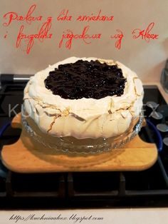 W mojej kuchni: Pavlova z bitą śmietaną i frużeliną jagodową wg Aleex (TM5) Pavlova, Polish Recipes, Tiramisu, Delish, Recipies, Food And Drink, Cooking Recipes, Baking, Ethnic Recipes