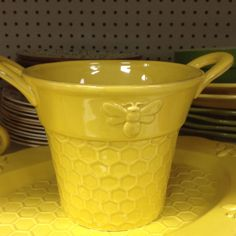 Bee pot - I would love this!  I have it.  Got it from Hobby Lobby.