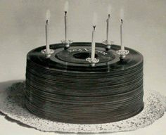 Vinyl record cake - how cool would it be to have this same effect using a real cake and real frosting to look like records. Vinyl Music, Vinyl Art, Vinyl Records, Music Is Life, New Music, Good Music, Vinyl Platten, Record Cake, Music Themed Parties