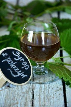 Syrop z pokrzywy White Wine, Wine Glass, Alcoholic Drinks, Tableware, Food, Dinnerware, Tablewares, Essen, White Wines