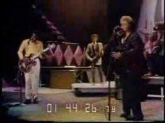 ▶ Etta James & Chuck Berry - Rock n' Roll Music - YouTube Saiba mais sobre Lendas da Músicas no E-Book Gratuito – 25 VOZES QUE MUDARAM A HISTÓRIA DA MÚSICA em http://mundodemusicas.com/vozes-musica/