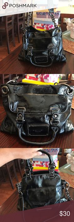"""Nine West Black Patent Leather Gun Metal chain bag This bag is really fun!  It has an edgy look with the gun metal chain link removable shoulder strap, so it looks great with ripped up jeans, but it also looks great dressed up because it is patent leather.  So it literally can be your go everywhere bag!  I love this bag!!! ❤️ super excellent condition, look new.  13""""x 10"""" x3.5"""" strap drop 12"""" Nine West Bags Shoulder Bags"""