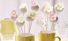 Kuchenlollis mit Blüten Rezept | Dr. Oetker