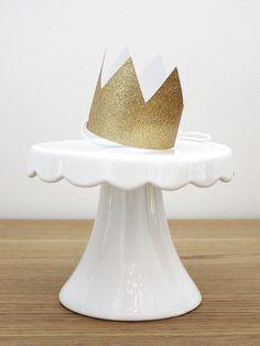 ♕ Gold glitzernde Geburtstagskrone von feierschick auf DaWanda.com