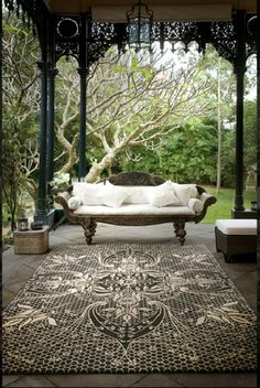 love the wrought iron 'broekie lace'