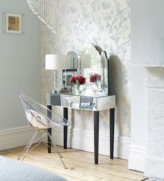 belle maison: Clearly Chic............. The vanity