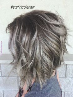Silver ombre hair in Bolivar, MO - Balayage Haare Blond Kurz Choppy Bob Hairstyles, Cool Hairstyles, Short Haircuts, Medium Shag Haircuts, Round Face Haircuts, Popular Haircuts, Short Gray Hairstyles, Textured Bob Hairstyles, Inverted Bob Haircuts