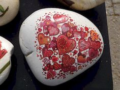80 romantic valentine painted rocks ideas diy for girl Heart Painting, Pebble Painting, Love Painting, Pebble Art, Hobbies For Girls, Diy For Girls, Cheap Hobbies, Rock Crafts, Arts And Crafts