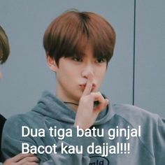 Funny Photo Memes, Memes Funny Faces, Funny Kpop Memes, Funny Photos, Memes Humor, Quotes Lucu, Jokes Quotes, Jaehyun, Gfriend And Bts