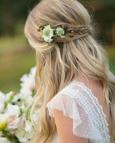 Flowers and berries and braids oh my! #bridalhair goodness from @beautyasylum_atlanta @jessica_lyness #braids #weddinginspiration #hairideas #braidideas #beautyasylum #paperlilyphotography