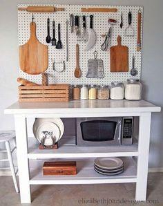 También en la cocina una mesa de trabajo para colocar nuestras herramientas
