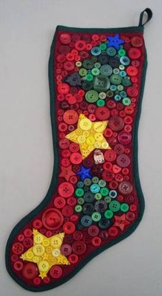 Tays Rocha: Button Art - Mais inspirações com botões! Great pics of button art… Christmas Projects, Holiday Crafts, Holiday Fun, Festive, Winter Christmas, All Things Christmas, Merry Christmas, Button Art, Button Crafts