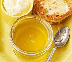 Lemon-Honey Jelly If you're a sweet-and-sour fan, you'll love this sunny jelly recipe. The bright flavor of lemon gets a lightly sweet infusion of honey. Homemade Jelly and Jam Recipes Jelly Recipes, Honey Recipes, Lemon Recipes, Jam Recipes, Canning Recipes, Lemon Jelly Recipe, Canning Tips, Cooker Recipes, Recipies