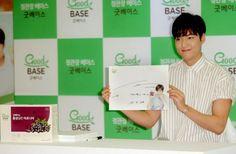 2016 June 29 (Wed) | #ActorLeeMinHo | #LeeMinHo | #Korean #Actor #HallyuStar | #ASIA Most Popular #IDOL |  Fan Sign | #Autograph | #Minoz |  #GoodBase |  #Korea #Ginseng | KGC |  at #LOTTE Dept Store Songpa |  #Health #Berages | with SIX (6) Flavours | #Chokeberry | #Blueberry | #Pomegranate | #Pear Black #Garlic   || P01 of P04 |  (Source: HanCinema |  [http://www.hancinema.net/photos-lee-min-ho-s-boyfriend-look-96177.html?utm_source=dlvr.it&utm_medium=twitter] | Headline || 'boyfriend'…