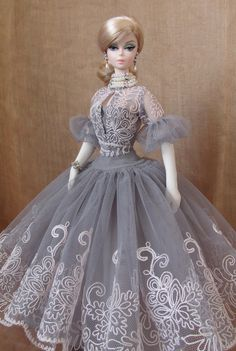images of pretty collectors barbie dolls Barbie Gowns, Barbie I, Barbie Dress, Barbie And Ken, Barbie Clothes, Pretty Dolls, Beautiful Dolls, Vintage Barbie, Vintage Dolls