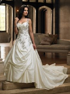 wedding gown train photos